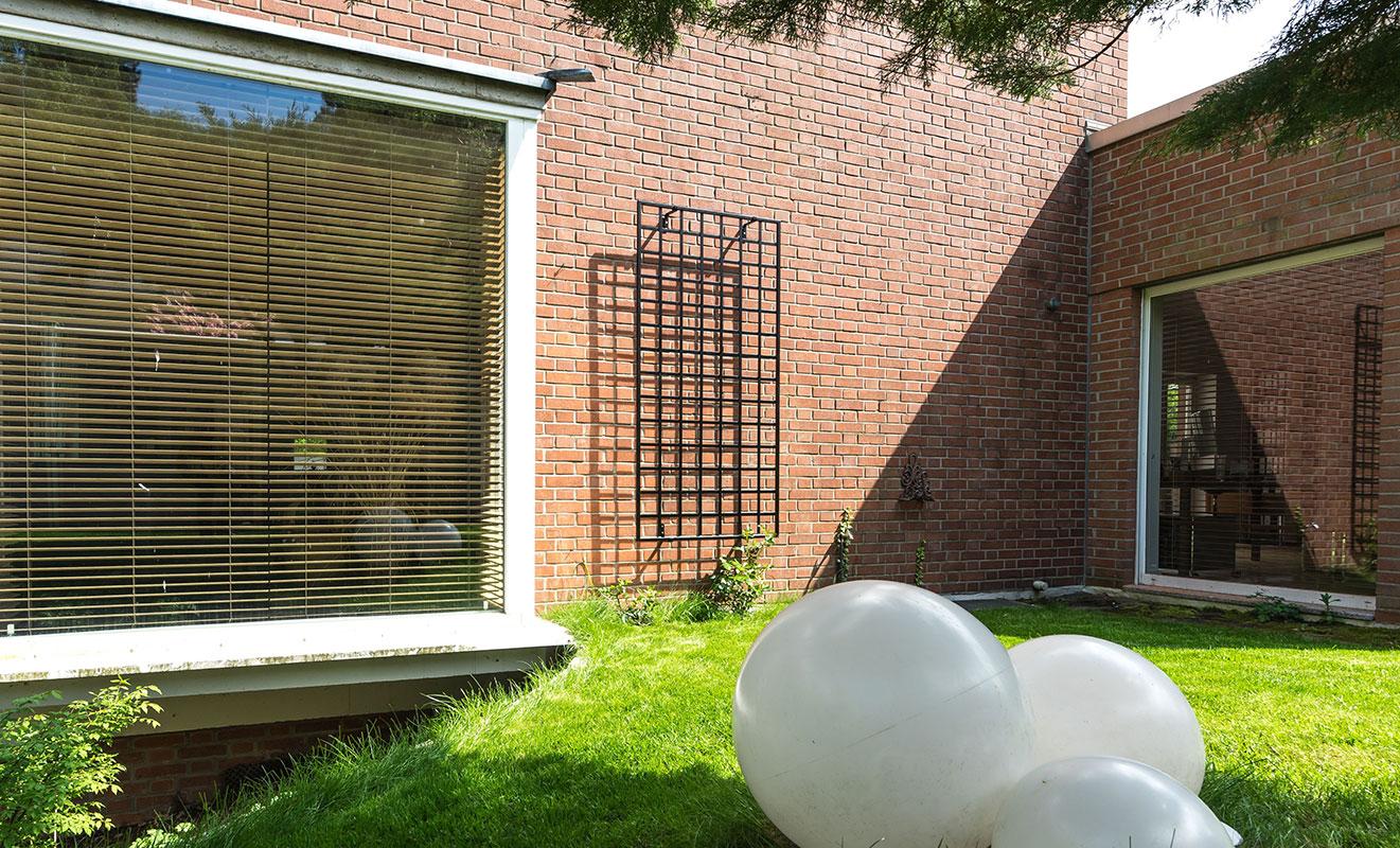 wall mounted modernist trellis
