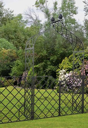 Victorian Garden Arch 'Kiftsgate' with garden gate and side panels