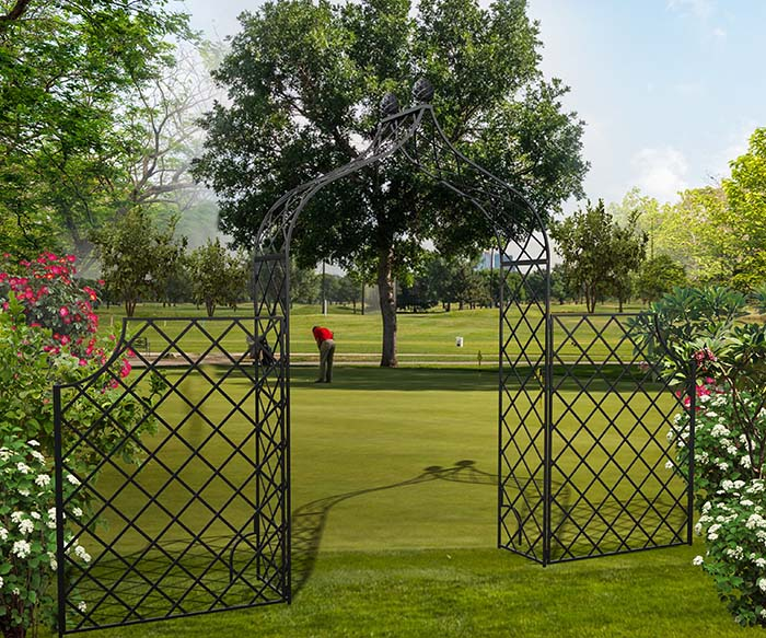 Metall Rosenbogen Kiftsgate mit hohem Zaun