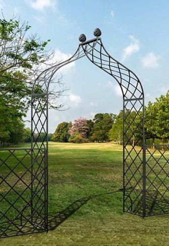Metall Rosenbogen Kiftsgate mit Zaun