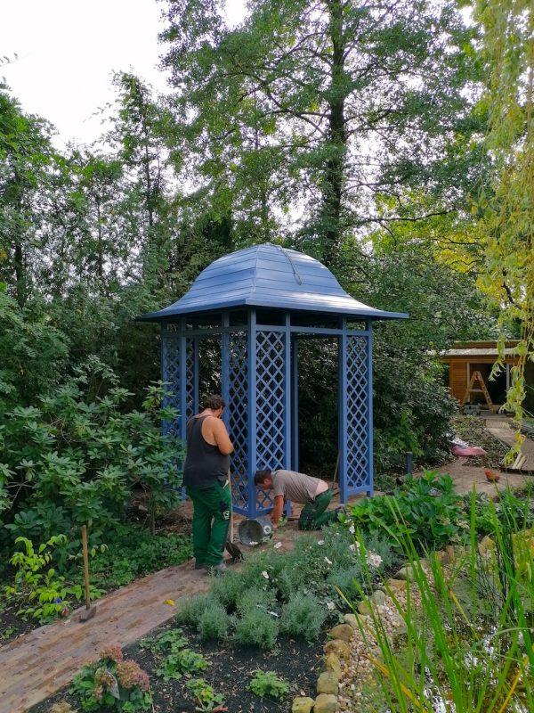 Blauer Metall Pavillon