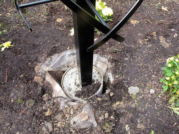Installing the Charleston Rose Obelisk 2