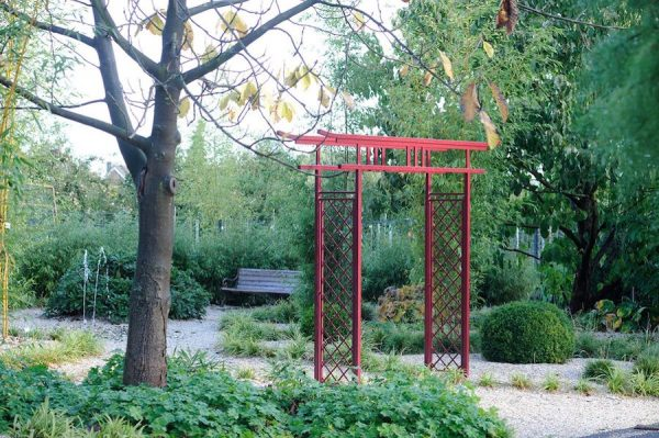 Japanese Garden Arch made of red coloured Metall