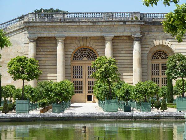 CV-60-Caisse-de-Versailles-planter-in-Park-2